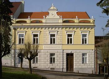 Rekonstruovaná fasáda budovy »D«