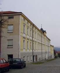 Budovy »A« a »B« s novorenezanční fasádou z r. 2000